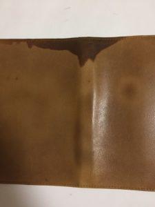 本革ブックカバーの水濡れ写真1