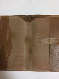 本革ブックカバーの水濡れ写真2