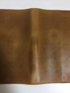 本革ブックカバーを自然乾燥させた写真1