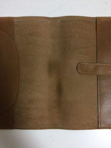 本革ブックカバーを自然乾燥させた写真2